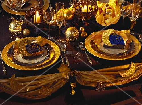 Festive Christmas Place Settings; Gold