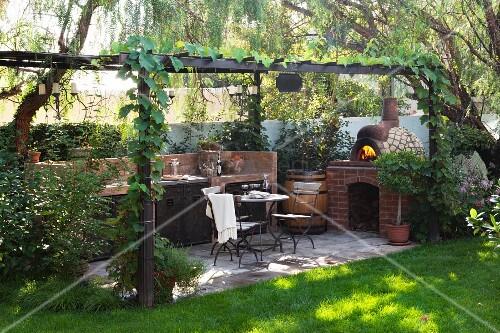 Außenküche Mit Pizzaofen : Pergolaterrasse mit aussenküche u2013 bild kaufen 11294743