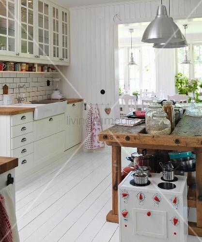 Hobelbank Küche kinderküche vor alter hobelbank als küchentheke in skandinavischer