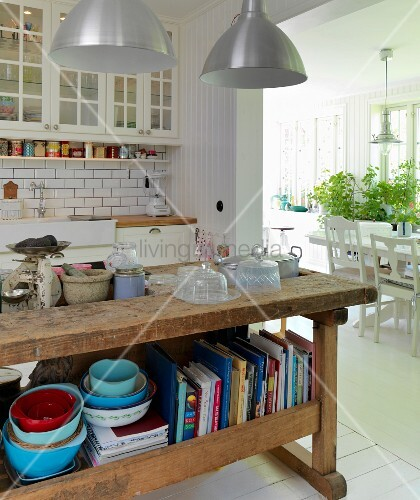 alter hobelbank als k chentheke in skandinavischer k che mit durchgang zum esszimmer bild. Black Bedroom Furniture Sets. Home Design Ideas