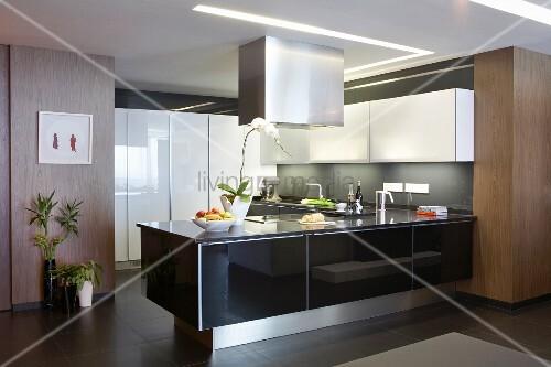 Designer küche mit materialmix u2013 theke u2026 u2013 bild kaufen u2013 11312635