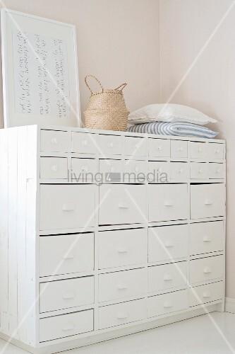 kissen basttasche und bild auf altem bild kaufen 11319339 living4media. Black Bedroom Furniture Sets. Home Design Ideas