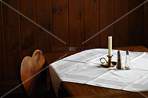 Simply set table in a pub