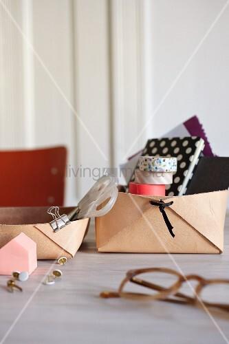 Selbt gebastelte Schreibtischboxen aus Leder
