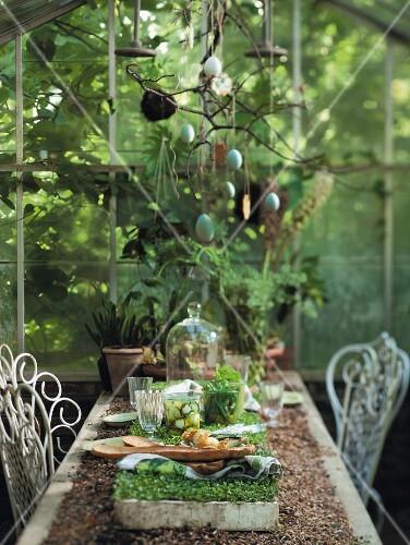 Set table in gazebo