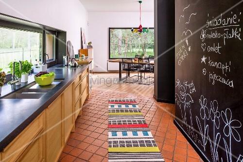 Tafellack kuche - Fliesenboden kuche ...