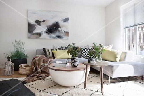 Moderne Designermöbel im skandinavischen Wohnzimmer – Bild kaufen ...