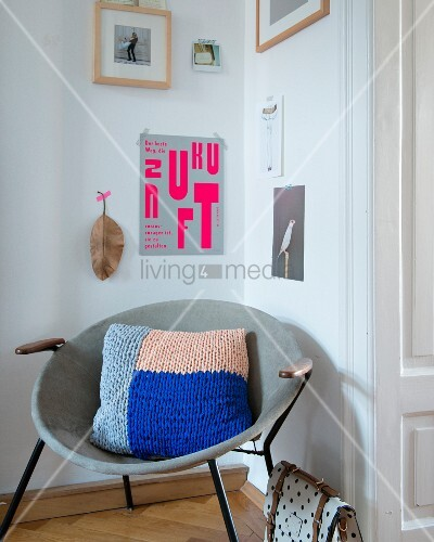 A knooked colour block cushion – knitting with a hook