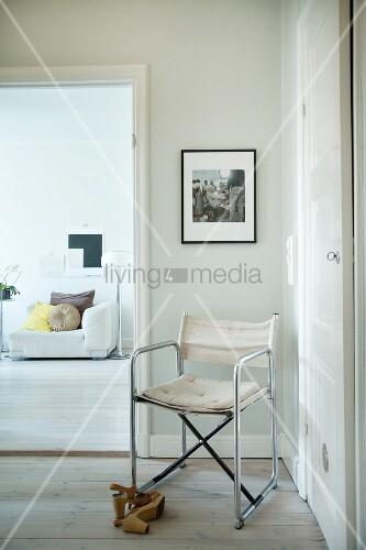 Regiestuhl im Bauhausstil, Blick ins Wohnzimmer