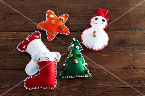 selbstgebastelte weihnachtsdeko stiefel schneemann tannenbaum und stern aus filz auf. Black Bedroom Furniture Sets. Home Design Ideas