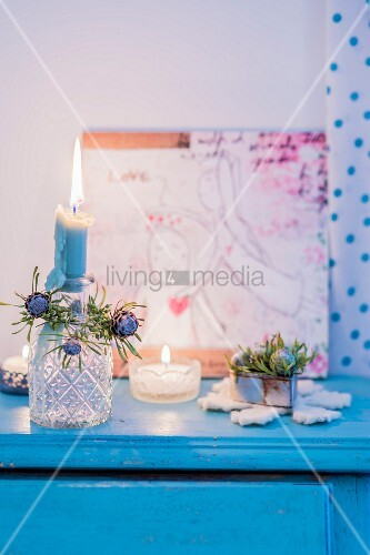 Romantic, vintage-style Christmas arrangement in candlelight
