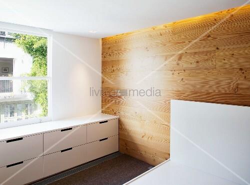 Schafzimmerecke Mit Holzverkleideter Bild Kaufen 11000037