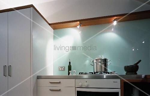 weisse moderne k che mit spritzschutz bild kaufen 11003693 living4media. Black Bedroom Furniture Sets. Home Design Ideas