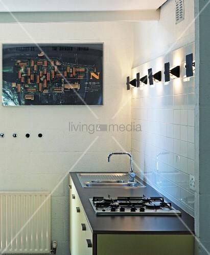 Einfache k chenzeile in pastellgelb und grau mit modernen for Einfache kuchenzeile