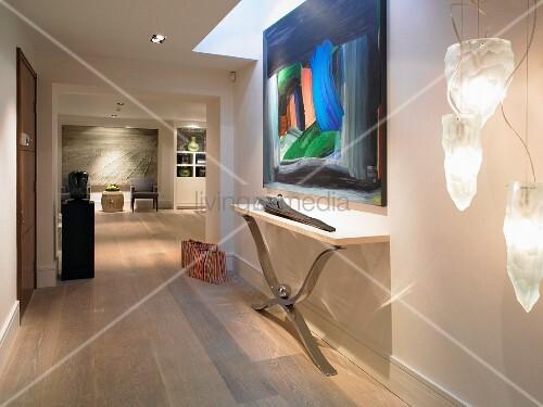 moderner flur mit breitem durchgang und blick in wohnraum bild kaufen living4media. Black Bedroom Furniture Sets. Home Design Ideas