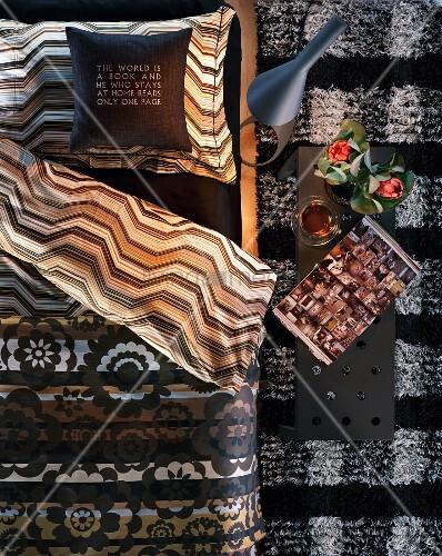 mustermix im schlafzimmer aufgeschlagene wende. Black Bedroom Furniture Sets. Home Design Ideas