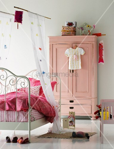 Country-style girl's bedroom