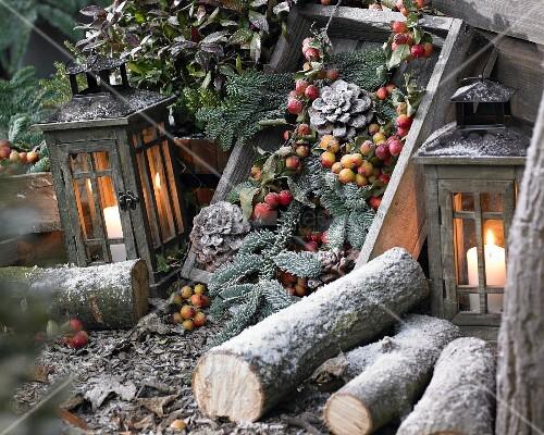 winterdekoration im kerzenlicht bild kaufen 11063585 living4media. Black Bedroom Furniture Sets. Home Design Ideas
