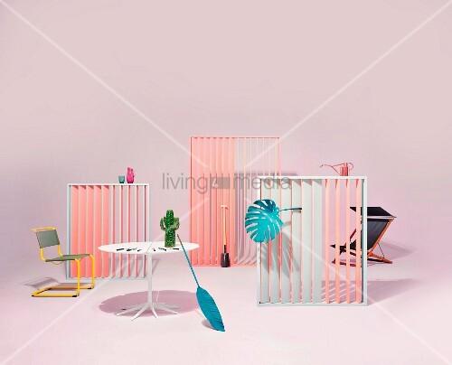 Arrangement von Gartenmöbeln und Accessoires in pastellfarbenem Studio
