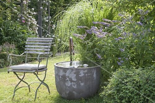 Garden corner with water feature