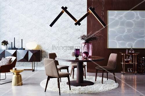Runder Tisch Auf Rundem Teppich Mit Bild Kaufen 12236565