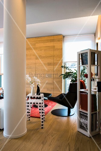 Wooden floor and column in modern living room