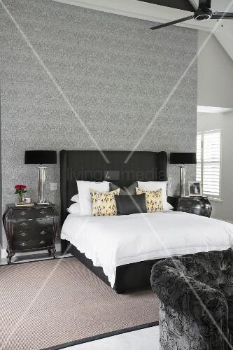 Glamouröses Schlafzimmer in Grau … – Bild kaufen – 12262775 ...