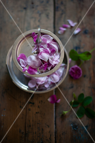Rose petals on cake stand