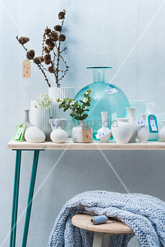 Adventskalender aus nummerierten Vasen