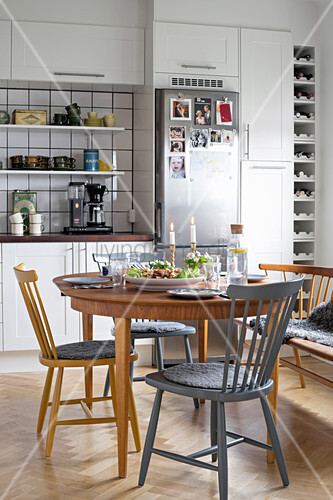 Set dining table, various chairs and bench in kitchen