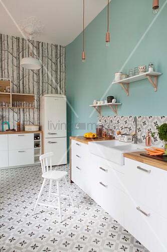 Küche Mit Weissen Schrankfronten Bild Kaufen