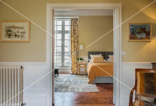 Blick in ein Schlafzimmer im Chateau Des Grotteaux
