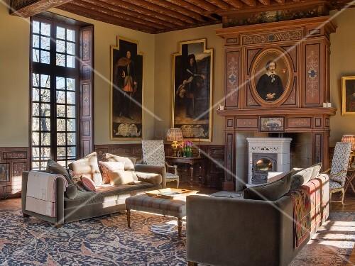 Grand living room in Château des Grotteaux