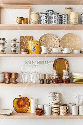 Retro crockery in shades of brown on kitchen shelves