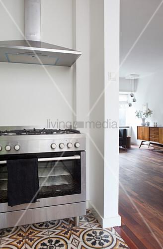 Verschiedene Bodenbeläge in Küche und … – Bild kaufen ...