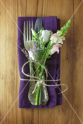 Napkin and cutlery decorated with flowers