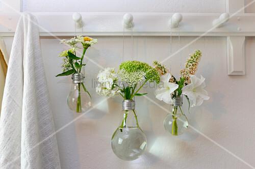 DIY-Blumenvase aus Glühbirne