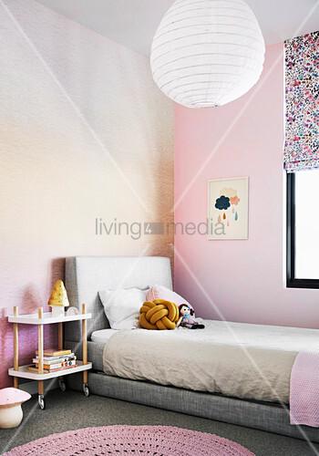 Mädchenzimmer in Rosa und Pfirsichfarben