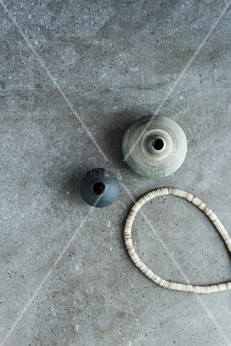 Ceramic pots and necklace