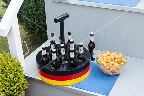 Bottle carrier in German colours for football night