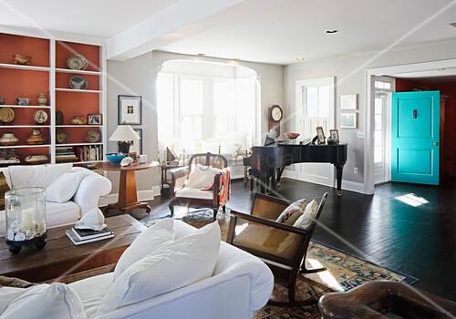 Wohnzimmer Im Amerikanischen Stil Mit Durchgang Zum Hauseingang