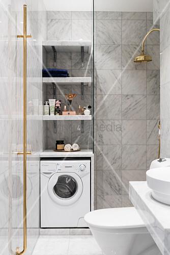 Blick ins elegante Badezimmer mit … – Bild kaufen – 12473825 ...