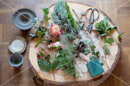 Florists materials on slice of tree trunk