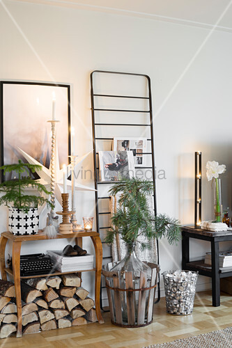 Wall festively decorated with vintage accessories