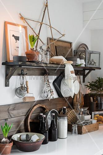 Weihnachtliche Vintage-Deko in der Küche … – Bild kaufen ...