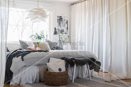 Wintry bedroom in grey and white