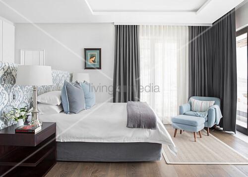 Bekannt Elegantes Schlafzimmer in Hellblau, Weiß – Bild kaufen WB01