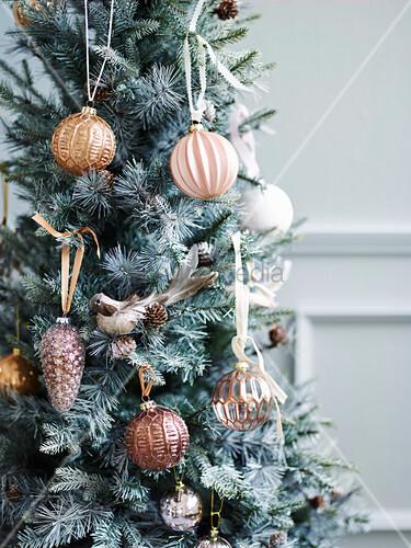 Feative feast tree decoration