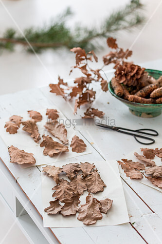 Dried oak leaves on white table made from pallet