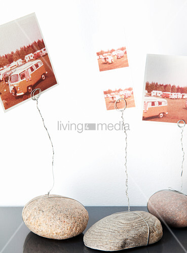 Holidays snaps on photo holders made from pebbles and wire